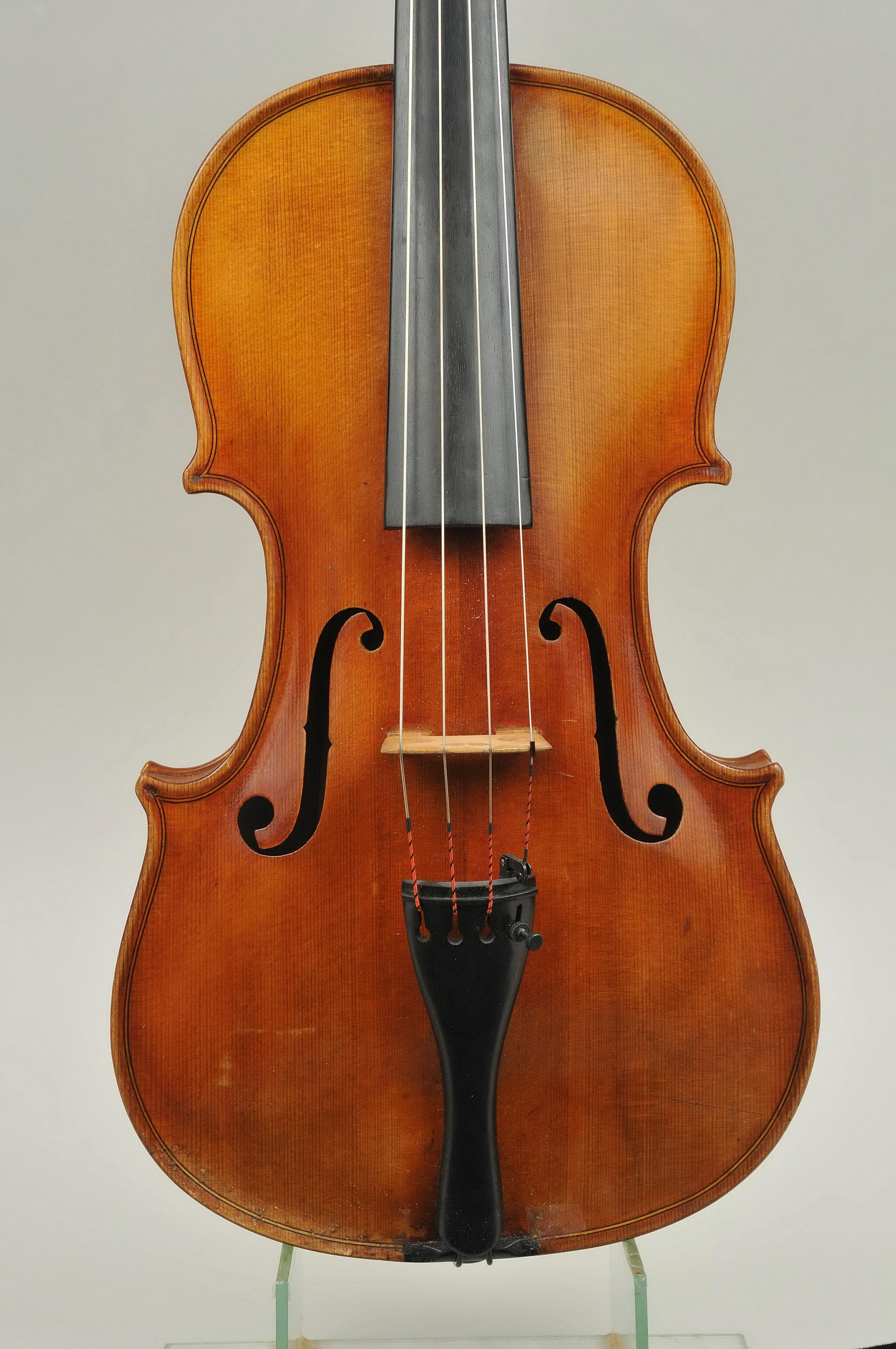 Stephanus Havas 1872 – 1956 Viola Budapest, 1932