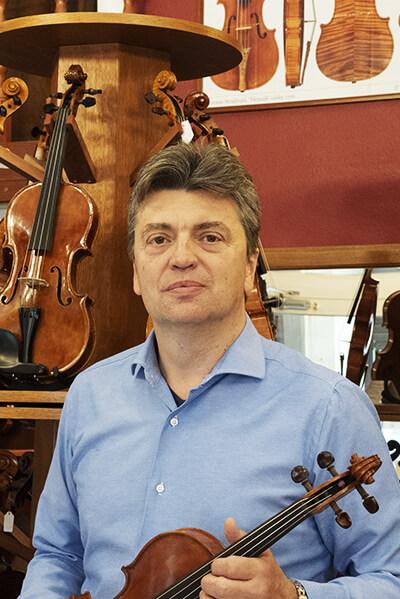 Délczeg Zoltán hegedűkészítő-szakértő